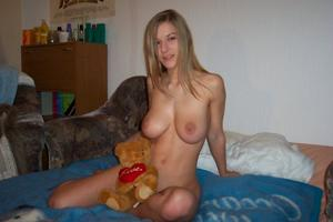 Swapping-pussy-skirt-amateur-fucked.-f655cbdbnh.jpg
