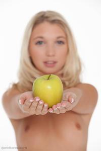 http://img214.imagevenue.com/loc1193/th_625878996_tduid300163_eroticsnap_mina_forbiddenfruit_01_lg_123_1193lo.jpg