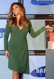 "Beyonce Knowles Unveils Samsung 'B Phone' at the Time Warner Centre in New York City, 11th October 2007 Foto 708 (����� ����� Samsung ������������ ""� �������"" �� ���� ������ ������ � ���-����, 11 ������� 2007 ���� 708)"