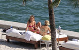 HQ's are up..... - HQs of Jennifer Aniston in Miami Beach, FL..... Foto 619 (Штаб являются до ..... - Штаб-квартира Дженнифер Анистон в Miami Beach, FL ..... Фото 619)
