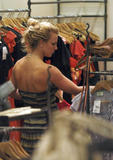 http://img214.imagevenue.com/loc872/th_04226_November_23_-_Britney_shopping_at_Queens_Plaza_in_Brisbane1_Australia5_122_872lo.jpg
