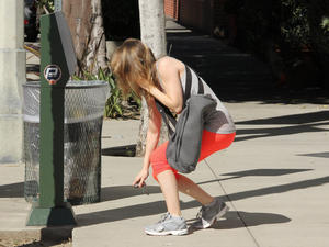 Ellen Pompeo at her Gym in red Leggings - April 1, 2011